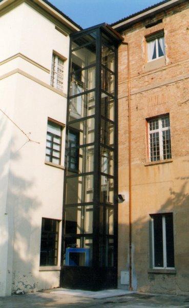 Mario ciammitti archivio lavori ascensore esterno roncati for Quanto costa un ascensore esterno